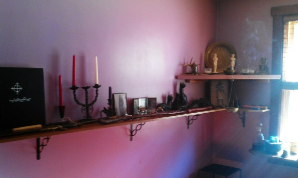 Shawnus Witch Vodoun Altars (1)